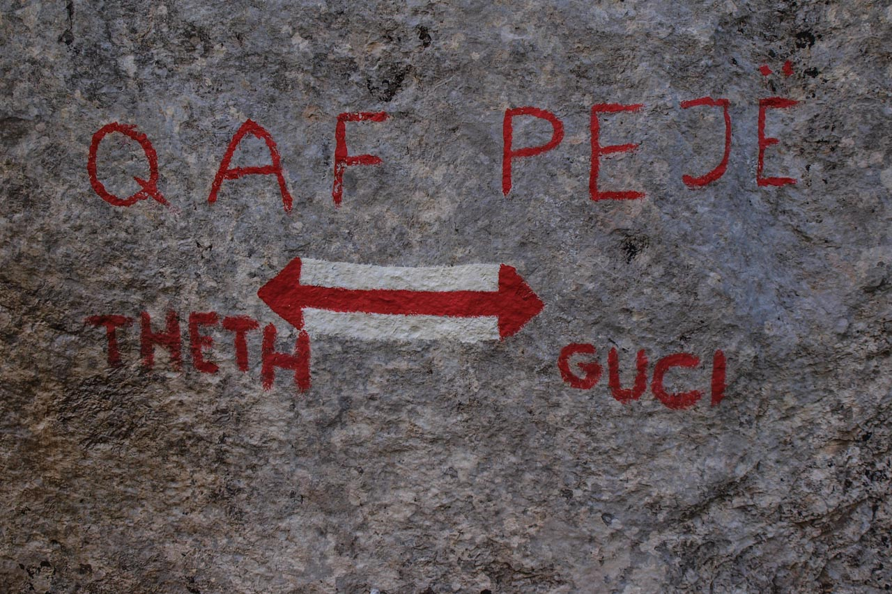 Peja Pass signage