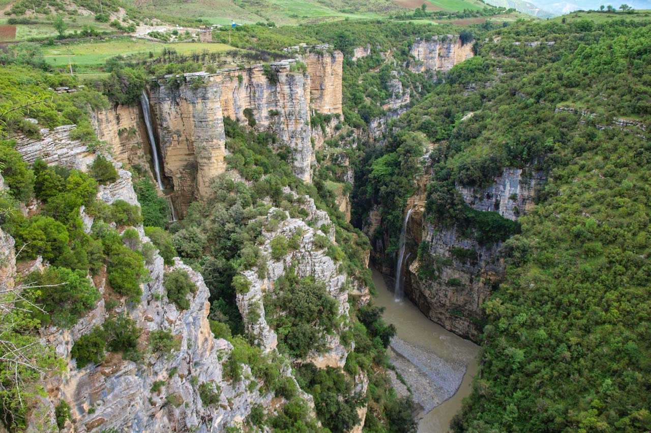 In spring, the canyon carries a lot of water from melting snow, and gushing waterfalls thunder down the steep cliffs