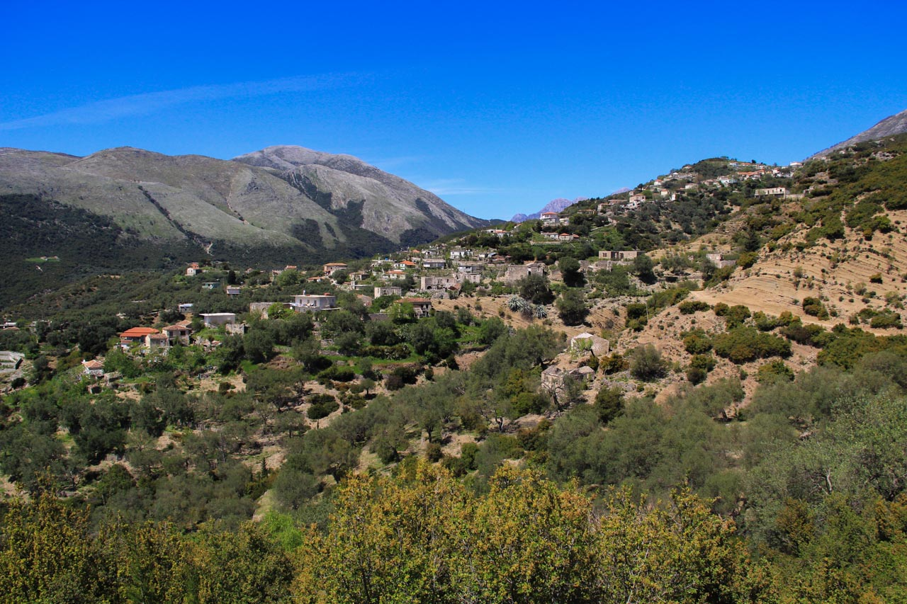 Hiking towards Qeparo Fshat, looking back on Kudhes